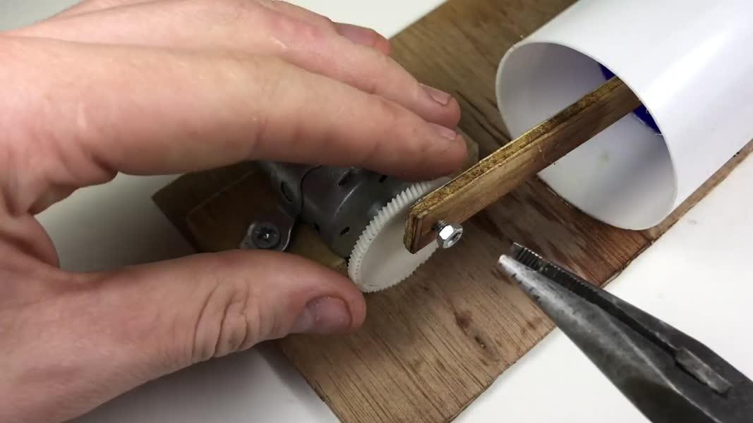 چگونه یک پمپ هوا را در خانه بسازید