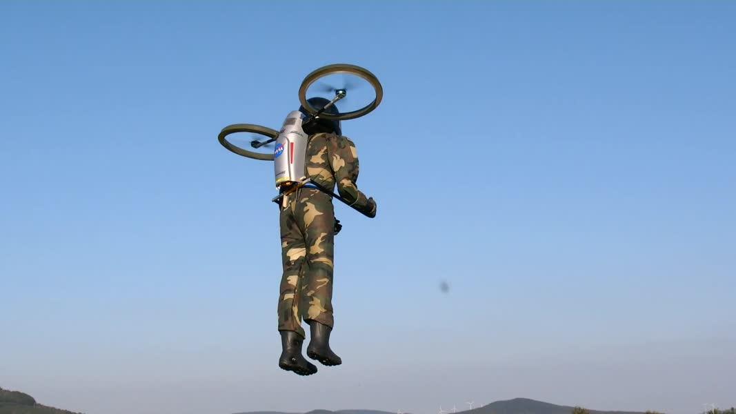 پرواز خیره کننده انسان در مقیاس 1: 1
